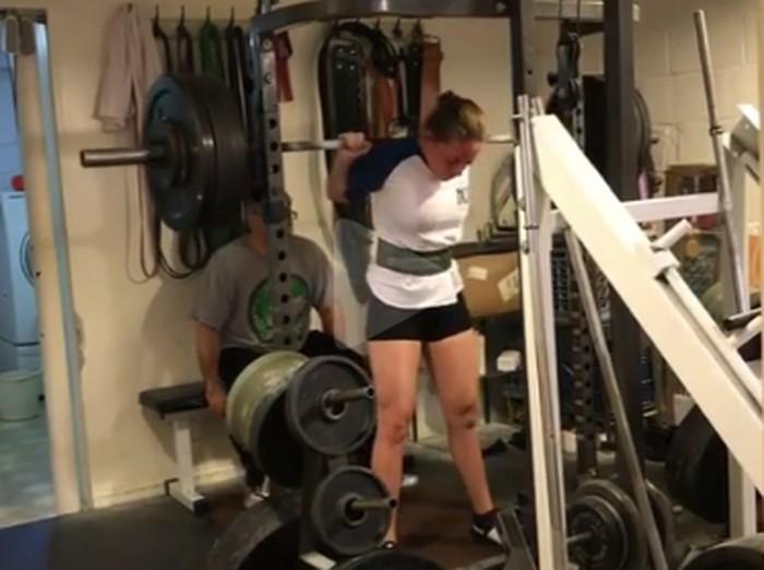 Naomi Kutin berusia 16 tahun bisa angkat beban hingga 165 kilogram. Foto: Instagram/@naomi.supergirl