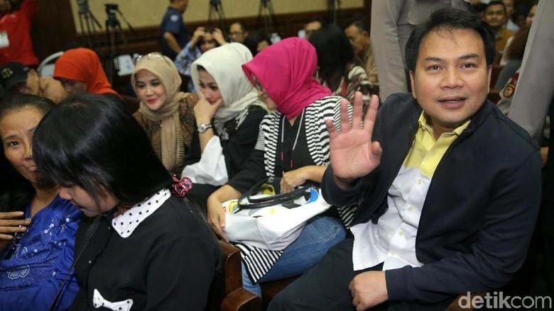 Datangi Sidang Novanto, Azis: Insyaallah dalam Lindungan-Nya