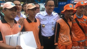 1 Kotak Camilan dari Anies untuk Pasukan Oranye di Rasuna Said