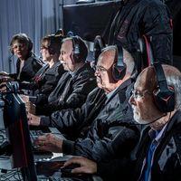Para lansia dirikan tim game profesional.