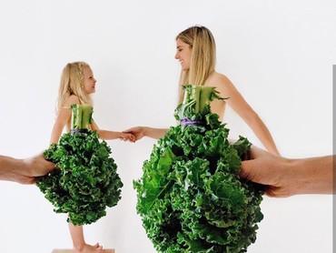 Waa gaun pestanya yang mewah ini terbuat dari kale. (Foto: Instagram @happygreylucky)