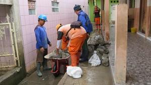 Melihat Kerja Keras PPSU dan Sudin SDA Perbaiki Tanggul Kali Pulo