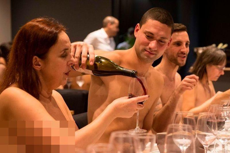 Traveling ke luar negeri, ada banyak hal-hal nyeleneh dan tidak biasa bisa traveler temui. Termasuk salah satu contohnya, restoran telanjang di Paris, Prancis ini. (AFP)