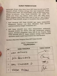 Desak Munaslub, Peserta Pleno Golkar Galang Tanda Tangan