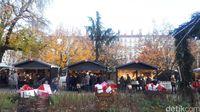 Suasana Christmas Market di Lyon yang ramai penduduk setempat (Afif Farhan/detikTravel)