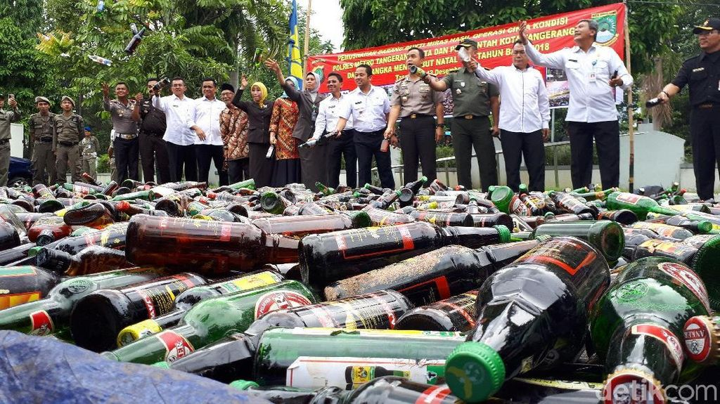 Operasi Pekat, Polisi Amankan 16 Preman dan Ribuan Botol Miras