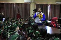 Siswa TK antusias mendengarkan cerita aman berkendara dari instruktur AHM. AHM secara komprehensif berusaha membentuk karakter dan kesadaran aman berkendara di segala kalangan usia termasuk siswa TK (Foto: Dok. AHM)
