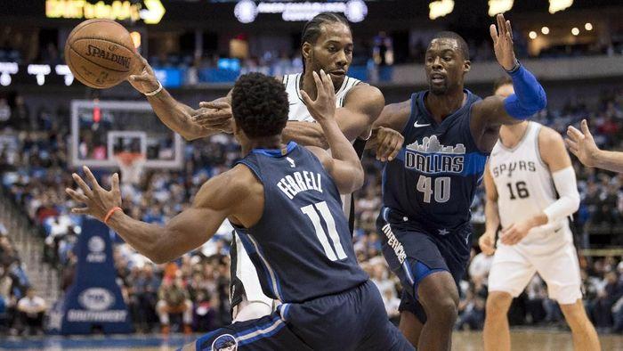 Comeback Kahwi Leonard tidak berakhir manis karena San Antonio Spurs kalah. (Foto: Jerome Miron-USA TODAY Sports)