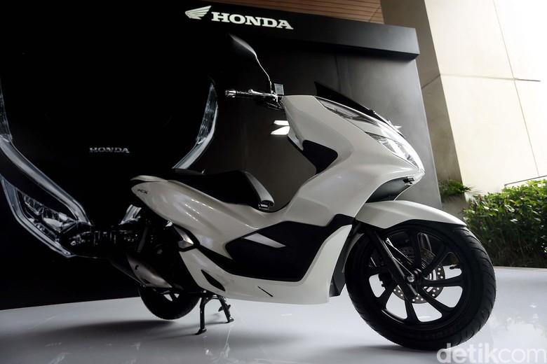 Honda PCX rakitan lokal disokong dari gabungan mesin PCX versi CBU dan Vario 150cc. Foto: Rengga Sancaya