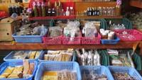Foto: Sementara untuk rempah-rempah juga ada kunyit, pala, ketumbar. Rempah yang dijual tidak jauh beda dengan di Indonesia (Fitraya/detikTravel)