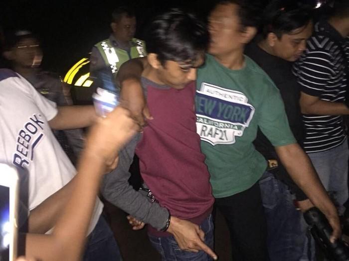 Membunuh dan memutilasi korban, belum tentu ada gangguan kejiwaan pada pelaku. Foto: Muhamad Kholil (21), tersangka pembunuh Nindy. (Istimewa)