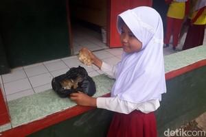 Kisah Wida Bocah SD di Bandung Jualan Cimol Sambil Sekolah