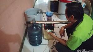 Ini Simon, Warga Bandung yang Ubah Air Hujan Jadi Layak Minum