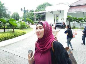 Datangi Balai Kota, Firza Husein Ingin Audiensi dengan Anies