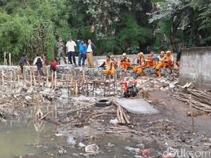 Tanggul Kali Pulo di Jati Padang yang Jebol Selesai Diperbaiki