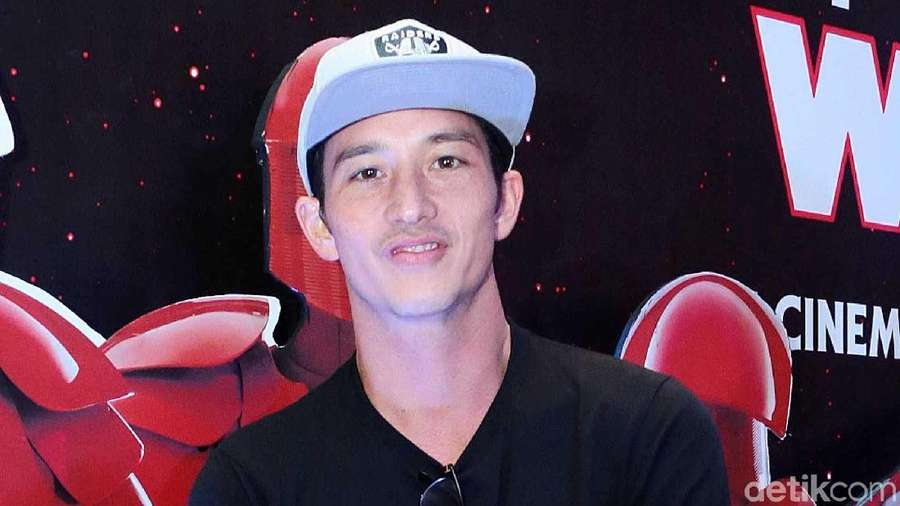 Forever Young! Mike Lewis yang Awet Muda
