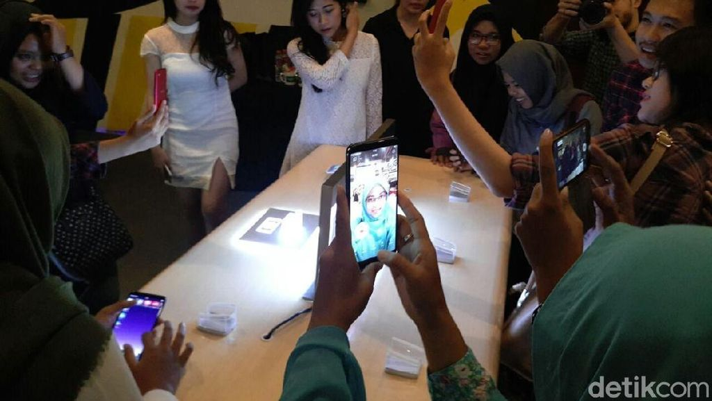 Keseruan Arek Malang Menjajal Kamera Selfie Pintar