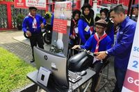 Instruktur Safety Riding AHM mengkampanyekan #Cari_Aman dengan alat simulasi Honda Riding Trainer (HRT) bagi generasi millennial (Foto: Dok AHM)