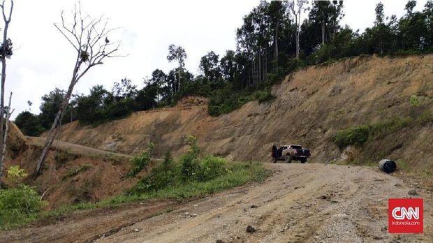 Jalan Trans Papua lokasi penyerangan terhadap pekerja proyek PT Istaka Karya, di Nduga, Papua.