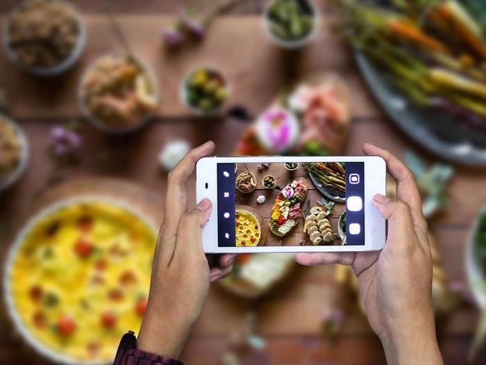 Ilustrasi food photography menggunakan kamera ponsel. Foto: Polytron Pime 7
