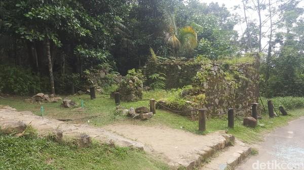 Reruntuhan itu adalah bekas sekolah yang dibikin para misionaris tahun 1876 untuk mendidik orang-orang Afrika yang dibebaskan dari perbudakan (Fitraya/detikTravel)