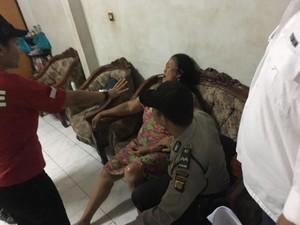 Razia Narkoba, Ibu di Tanah Kusir Histeris Rumahnya Digeledah