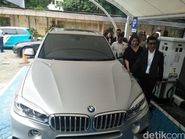 Gandeng BMW, Penyediaan Infrastruktur Mobil Listrik dari PLN Akan Canggih Foto: Ruly Kurniawan