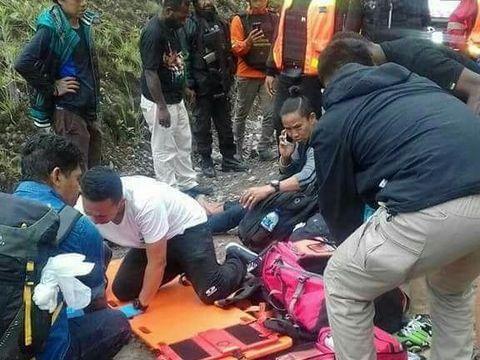 Sopir bus mengalami luka-luka karena terjepit pintu bus