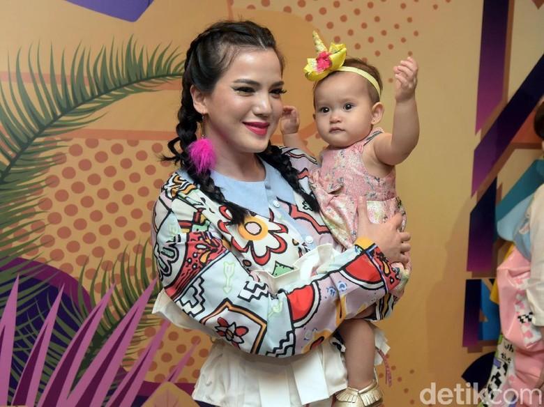 Pertama Libur Lebaran dengan Anak dan Suami, Alice Norin Bingung