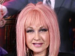 Cyndi Lauper Pakai Pewarna Makanan untuk Cat Rambut, Kreatif atau Hemat?