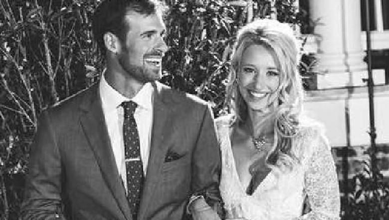 Sarah dan Evan saat menikah (Facebook)