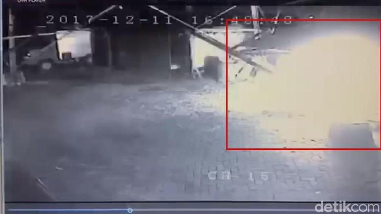 Polisi Selidiki Pengirim Paket Misterius yang Meledak di Surabaya