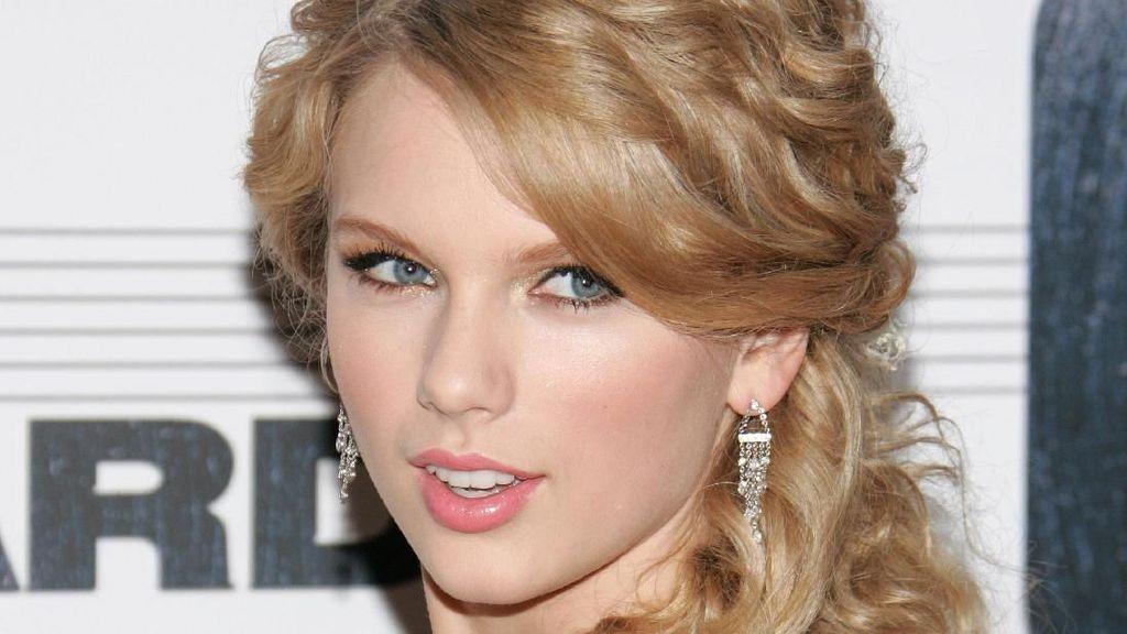 5 Gaya Jadul Taylor Swift yang Kini Sudah Ditinggalkannya