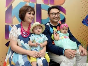 <i>Happy Family</i>! Senyum Bahagia Keluarga Surya Saputra