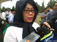 Dian Fatwa, putri AM Fatwa di TMP Kalibata
