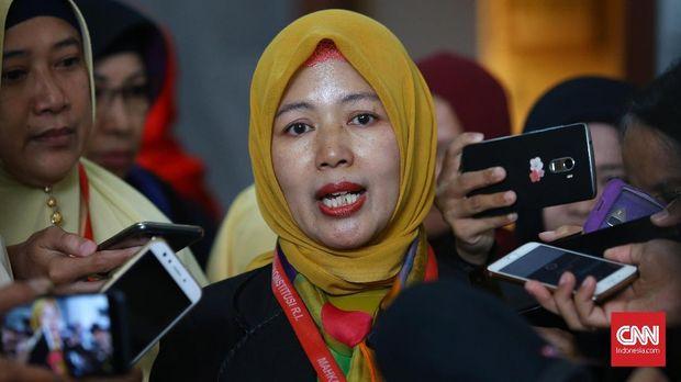 engaju Perkara PUU KUHP terkait Perbuatan Perzinaan, Perkoasaan dan Pencabulan, Prof. Dr. Ir. Euis Sunarti usai sidang putusan di Mahkamah Konstitusi, Jakarta, Kamis, 14 Desember 2017.