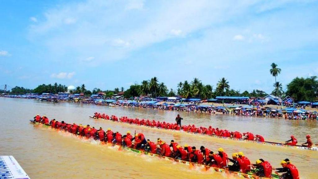 Mengenang Seru & Ramainya Festival Pacu Jalur 2017
