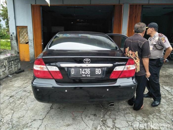 Uang raib dalam mobil Kades Talaga Sukabumi Aep Saefullah. (Syahdan Alamsyah/detikcom)
