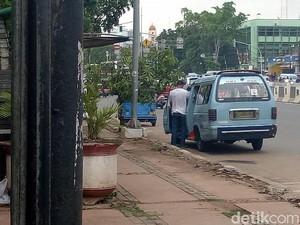 Curhat Pasukan Oranye Bersihkan Sisa Kencing Sopir Angkot