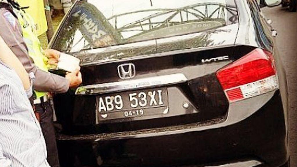 Pelat Nomor Aneh Kendaraan Kids Zaman Now