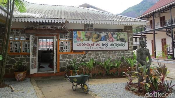 Foto: Di sebelahnya ada toko suvenir Cooperative Des Artisans (Fitraya/detikTravel)