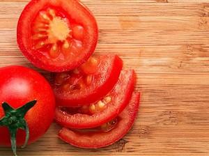 7 Manfaat Masker Tomat untuk Kecantikan Wajah
