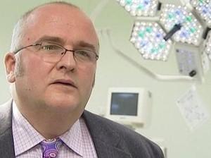 Dokter di Inggris Cantumkan Inisial Namanya di Hati Pasien