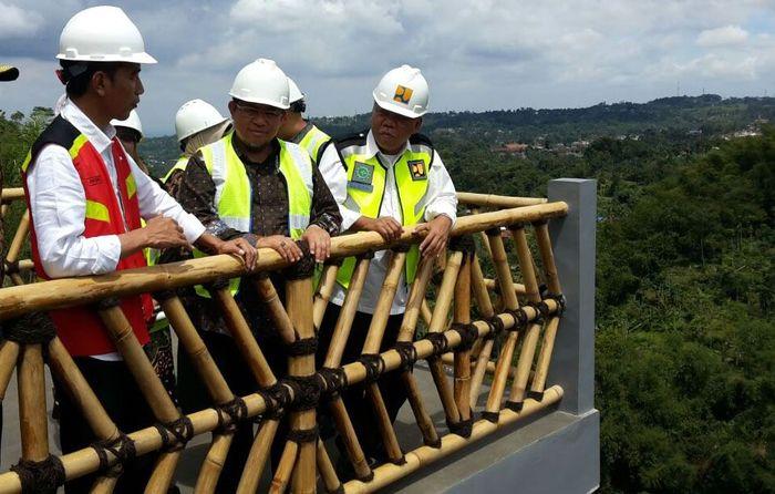 Pemerintah membangun dua Bendungan Kering (dry dam) di Ciawi dan Sukamahi yang merupakan bagian dari rencana induk penanggulangan banjir Jakarta. Pembangunan dua bendungan ini merupakan janji Presiden Joko Widodo untuk menanggulangi banjir Jakarta, sejak masih menjabat Gubernur. Pool/PUPR.