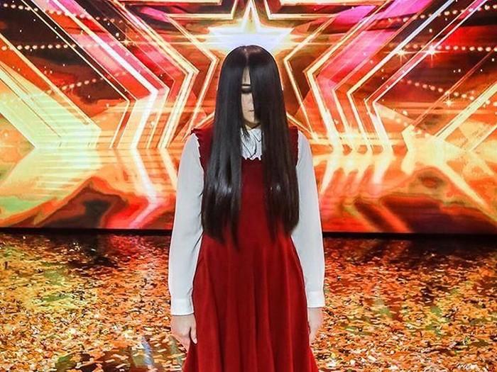 Riana sering dikaitkan dengan kemampuan telekinesis. Foto: Instagram Asias Got Talent
