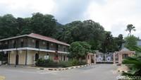 Foto: Inilah Istana Presiden atau State House Seychelles. Istananya ada di atas bukit di balik pepohonan. Lebih sederhana jika dibandingkan istana presiden di Indonesia (Fitraya/detikTravel)