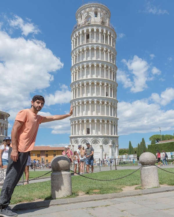 Selain traveling dan olahraga, Fazza juga menyukai fotografi. (faz3/Instagram)
