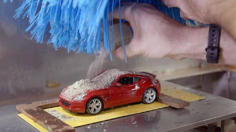 Ini Dia Mesin Cuci Mobil Terkecil (Foto: Pool (Nissan)