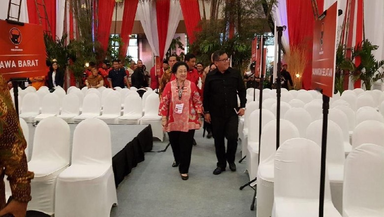 Pantau Geladi Bersih Rakornas PDIP, Megawati Koreksi Tata Panggung