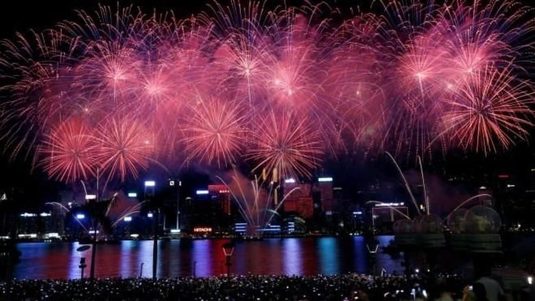 Foto: Ilustrasi pesta kembang api pergantian tahun di Singapura (Reuters)
